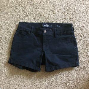 Never worn Hollister Twill Midi Shorts
